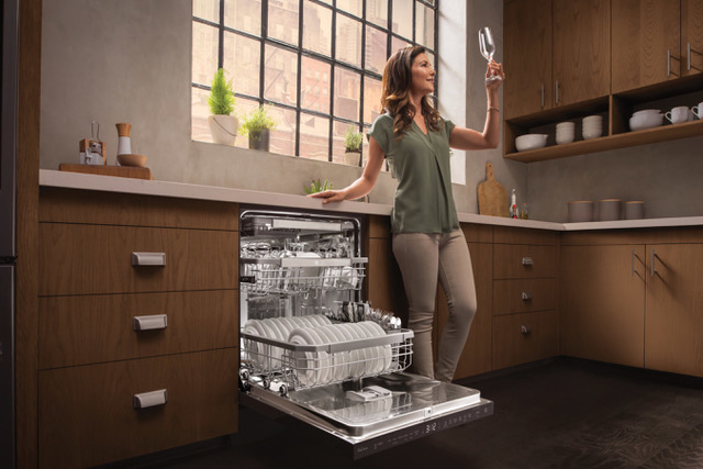 LG QuadWash® dishwasher with TrueStream®